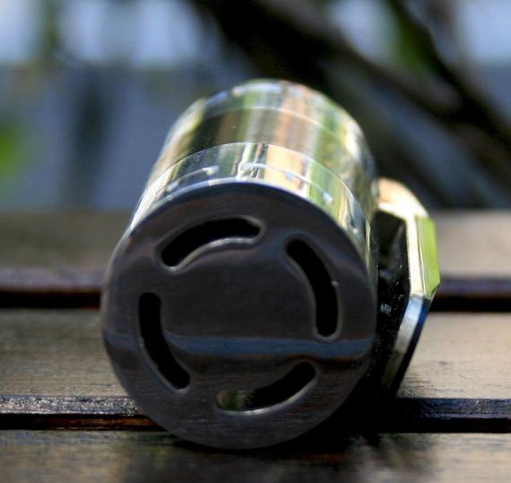 Мехи с гранатной кнопкой все чаще и чаще становятся популярными. Spike от MCM