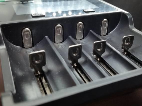 Пощупаем??? - зарядные устройства Xtar VP4C Charger и Xtar VC4S Charger...