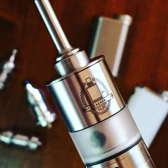 Auguse MTL RTA - сигаретник с тремя колбами...