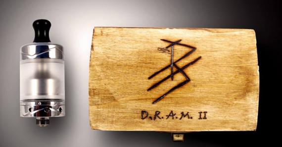 D.R.A.M. 2 Mtl RTA от компании Karadagis, с интересно реализованными стойками и олдскульным дизайном