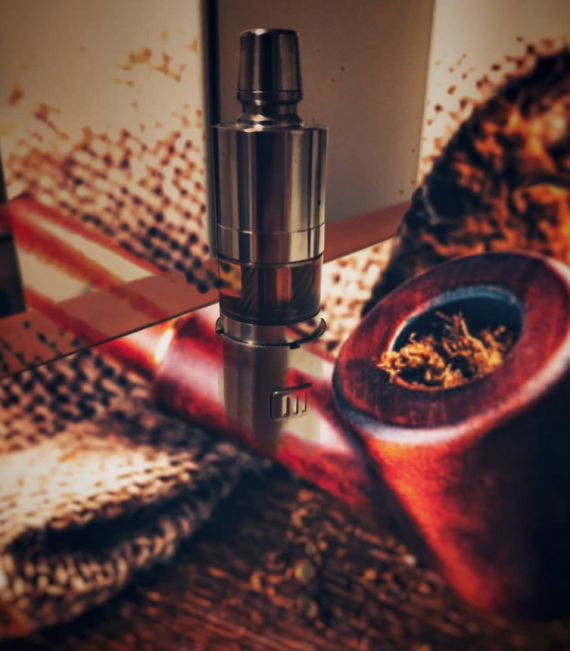 Vampire V2 Atomizer from Oxygene Mods.  Familiar genesis, by old standards