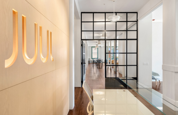 Juul plans to reorganize the company and cut 500 jobs
